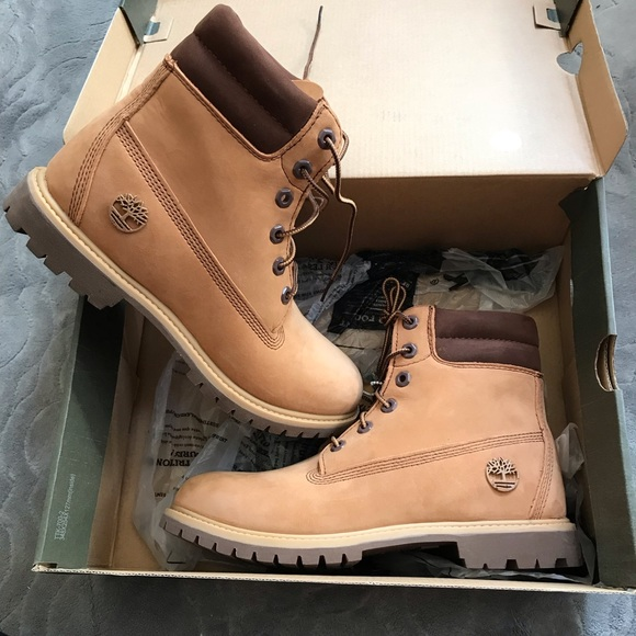 TIMBERLAND Women's boots US 9 Cookies and cream NWT